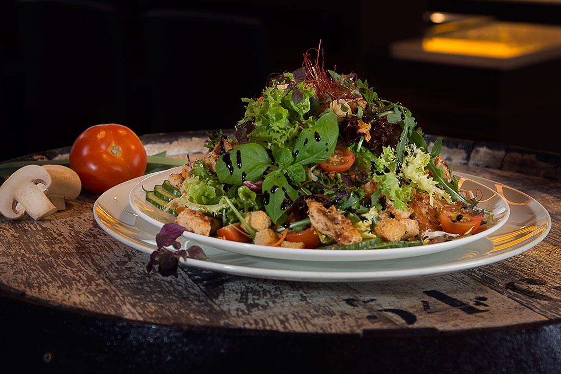 Großer gemischter & bunter Blattsalat